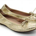 Bailarinas en color doradometalizado, muy blanditas y cómodas. Ideales para madres e hijas Vivo de elástico y lazo de tira doblada al tono.