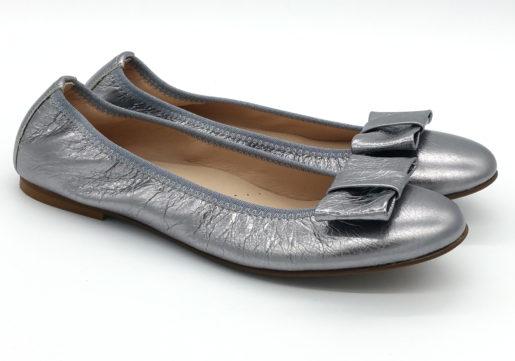 Bailarinas en color plata oscuro metalizado, muy blanditas y cómodas. Ideales para madres e hijas .Vivo de elástico y lazo zapateroal tono.