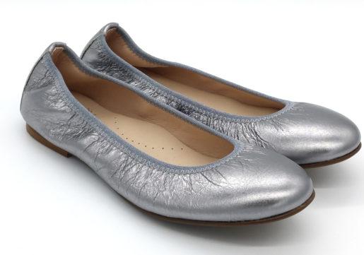Bailarinas en color plata oscuro metalizado, muy blanditas y cómodas. Ideales para madres e hijas .Vivo de elástico al tono para una mayor sujeción.