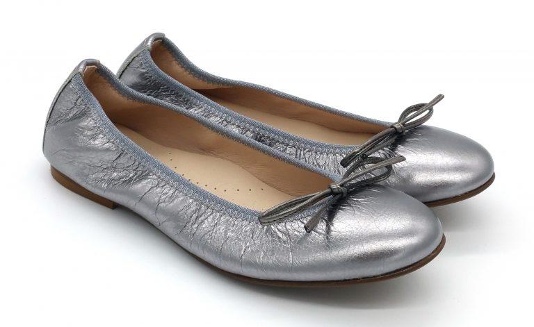 Bailarinas en color plata oscuro metalizado, muy blanditas y cómodas. Ideales para madres e hijas.Vivo de elástico y lazo de tira doblada al tono.