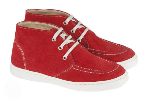 ¡Novedad! Sneaker bota niño comunión fabricado en ante, ideales para poder usar en cualquier ocasión. Pensados especialmente para niños.