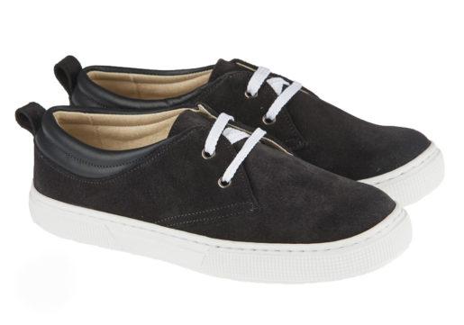 ¡Novedad! Sneaker niño comunión acolchado fabricado en afelpado combinado con trasera acolchada de piel, ideales para poder usar en cualquier ocasión.