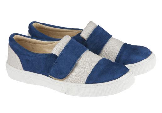 ¡Novedad! Sneaker niño comuniónfabricado en afelpado combinado con lino y tira de velcro, ideales para poder usar en cualquier ocasión.