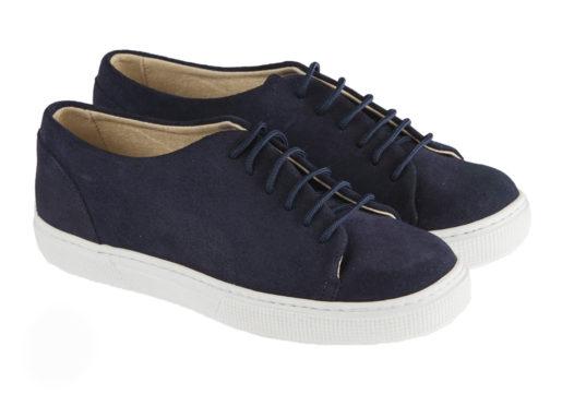 Sneaker niño comunión fabricado en afelpado, ideales para poder usar en cualquier ocasión. Deportivo y a la moda también para chicos.