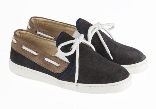 Sneaker niño comunión tipo mocasín fabricado en afelpado combinado con ancho de goma, ideales para poder usar en cualquier ocasión.