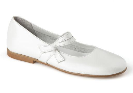 Mercedes niña comunión fabricados en piel napa blanco, con correa de velcro para mayor sujecion y adorno de piel al tono.
