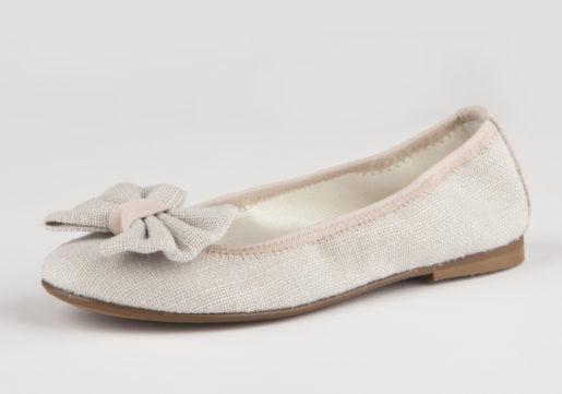 BailarinaNiña Comunión, fabricados en Linos Naturales en tono rosa,elástico en el hueco para mayor sujeción del pie y adornode lazo al tono.