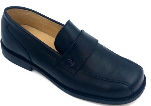 Zapato de Comunión niño, tipo mocasín, fabricado en napa marino, conadorno de ancla al tonoy suela de goma en color negro