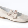 Mercedes niña Comunión fabricados en piel cosmos shen, con correa de hebilla para mayor sujeción y lazo combinado al tono.